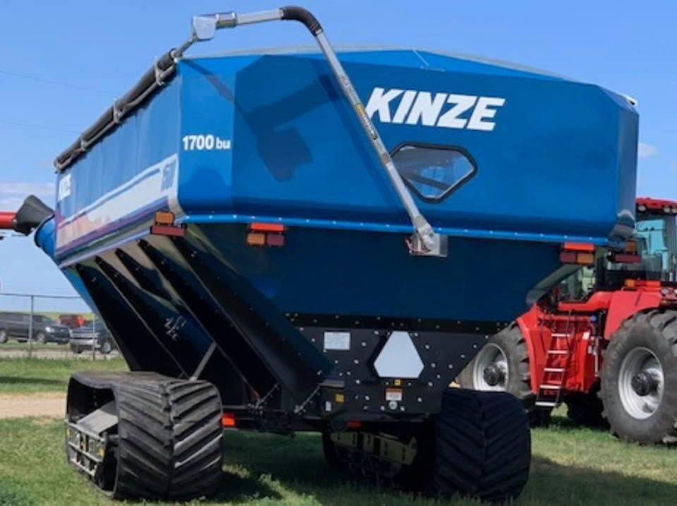 2020 Kinze 1500 Grain Cart