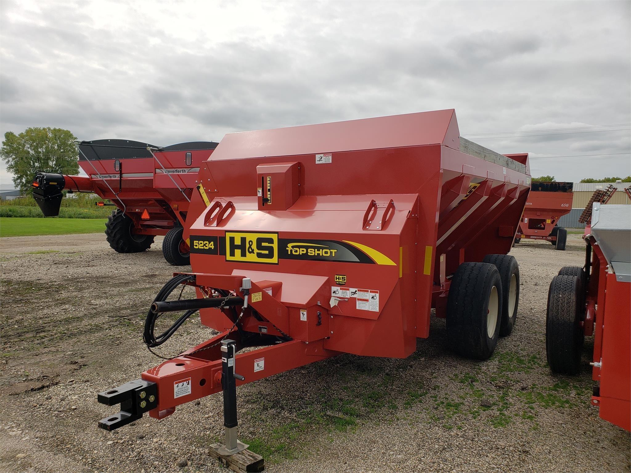 2018 H & S 5234 Manure Spreader
