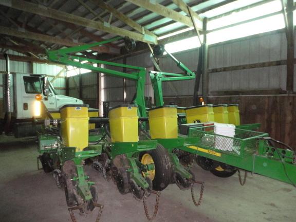 2004 John Deere 1760 Planter