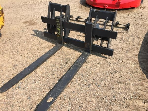 """2019 New Holland 48""""PF Loader and Skid Steer Attachment"""