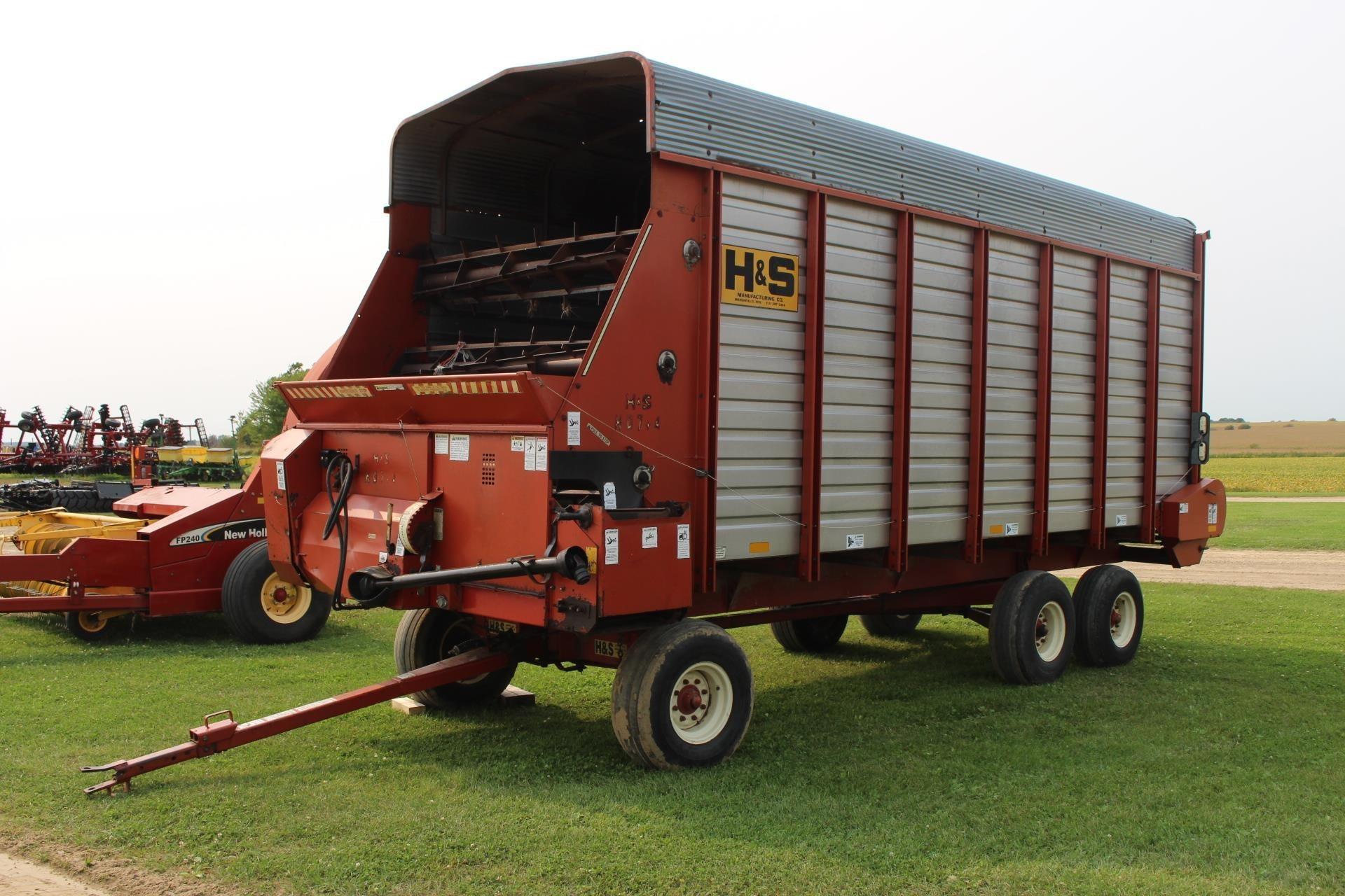 1997 H & S FB7420HDNR Forage Wagon