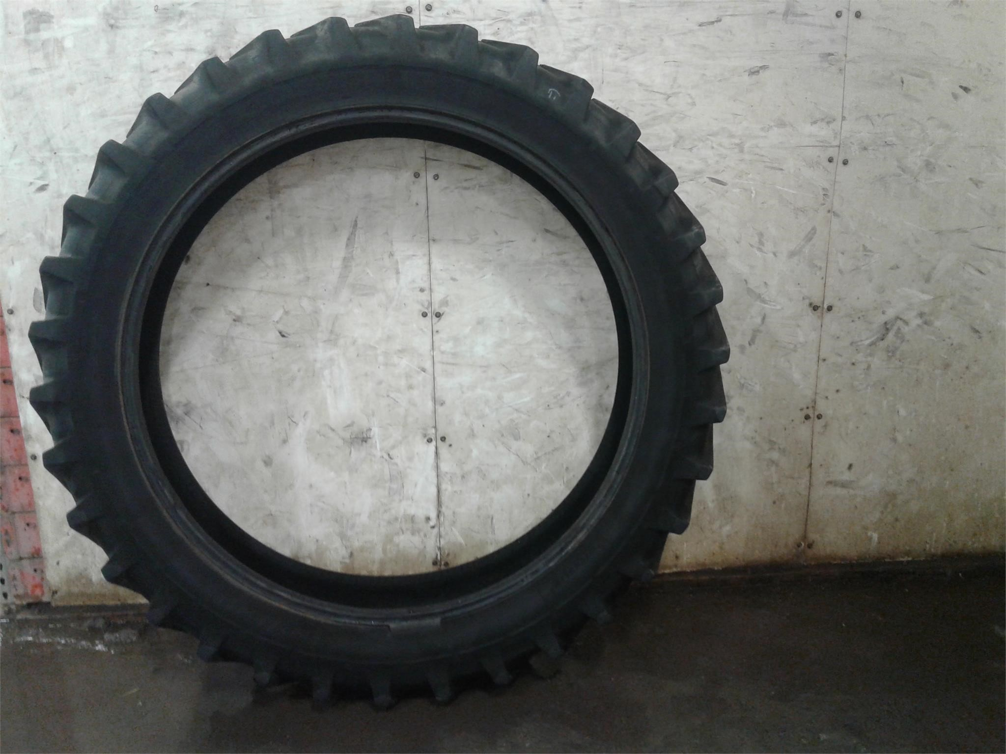 Michelin 320/90R50 Wheels / Tires / Track