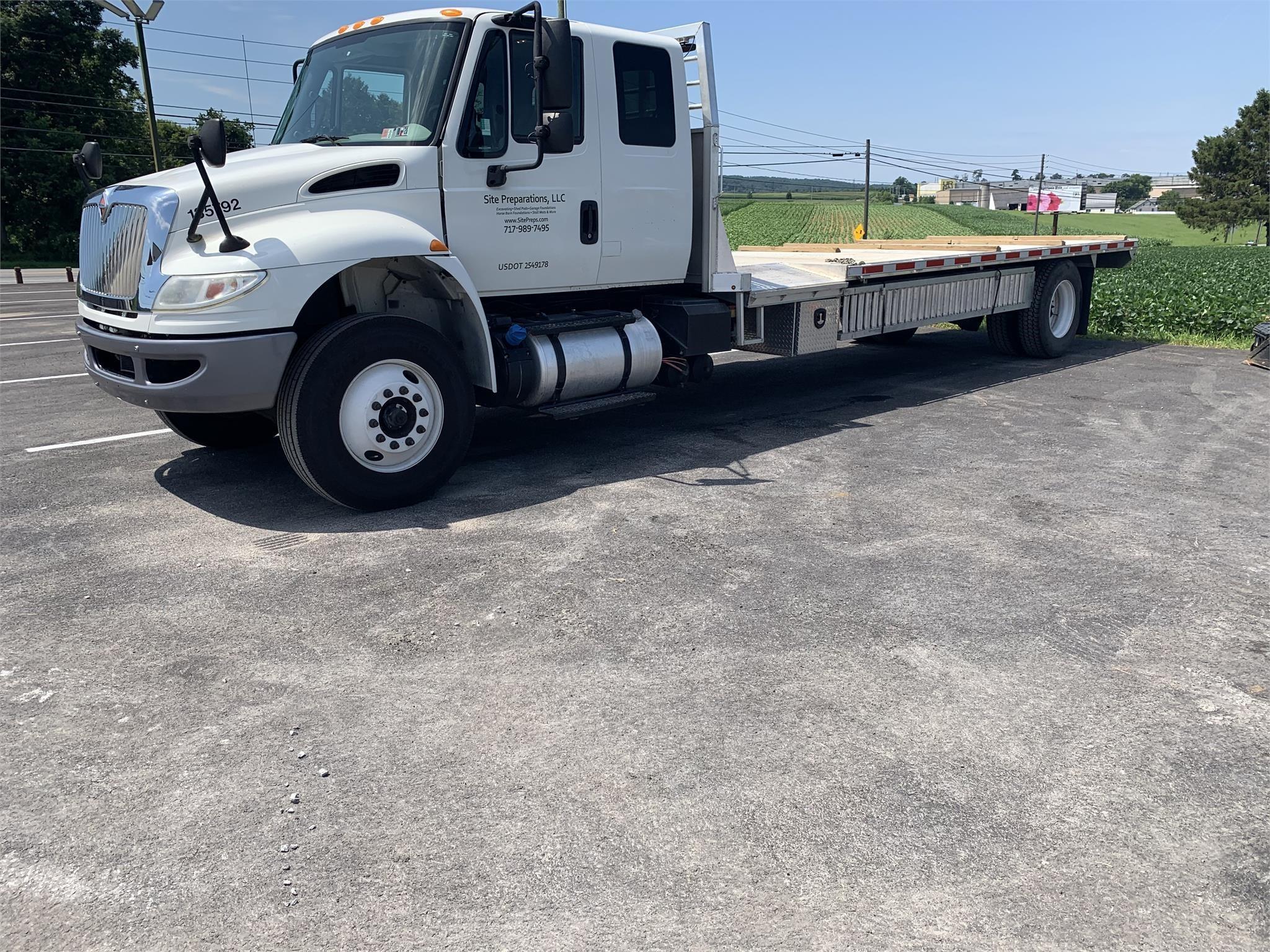 2015 International DURASTAR 4300 Semi Truck