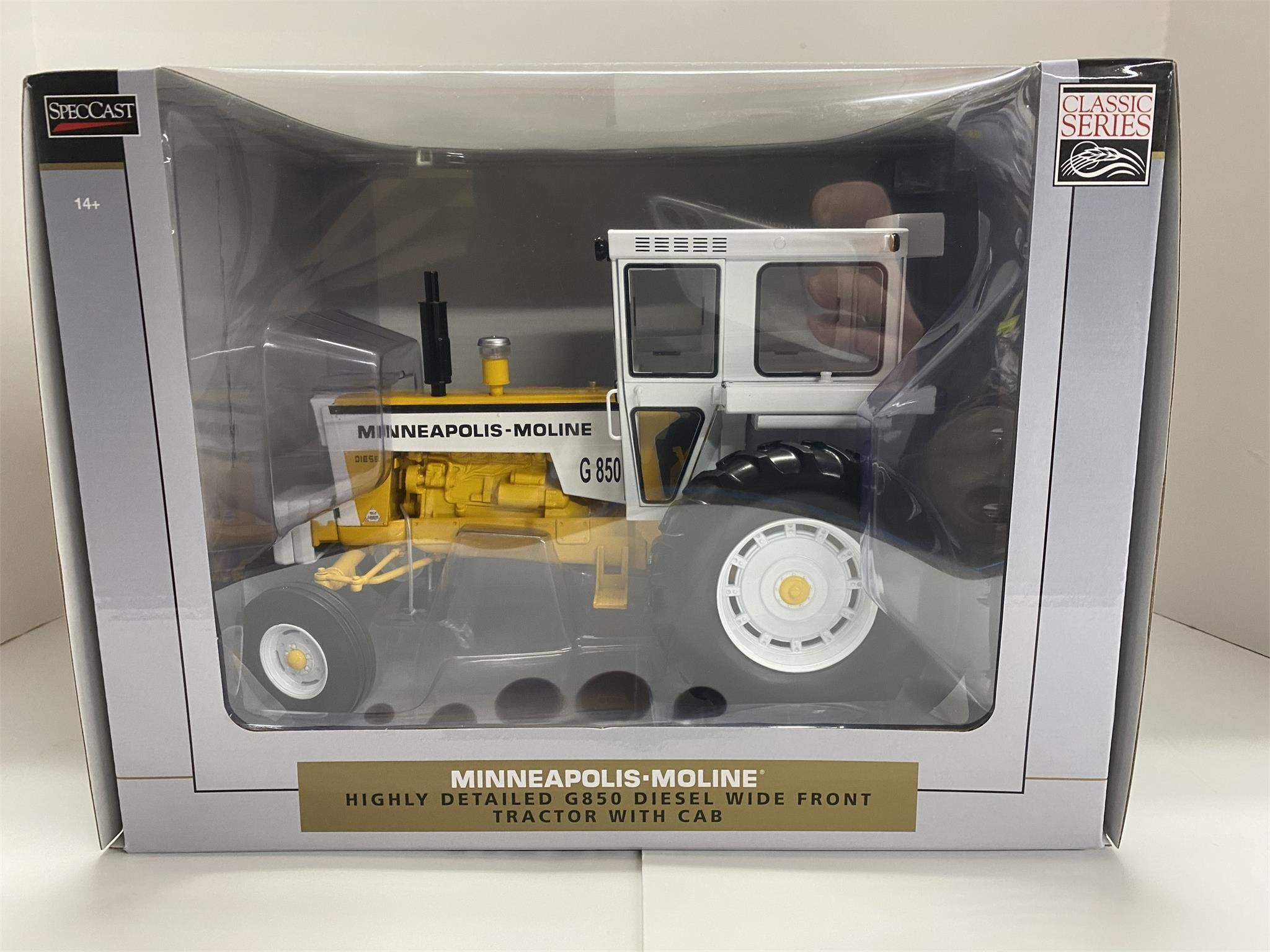 Minneapolis-Moline G850 Tractor