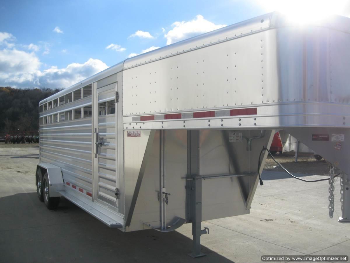 "2021 Featherlite 8117 6'7"" X 20' GN ALUM. STOCK TRAILER Livestock Trailer"