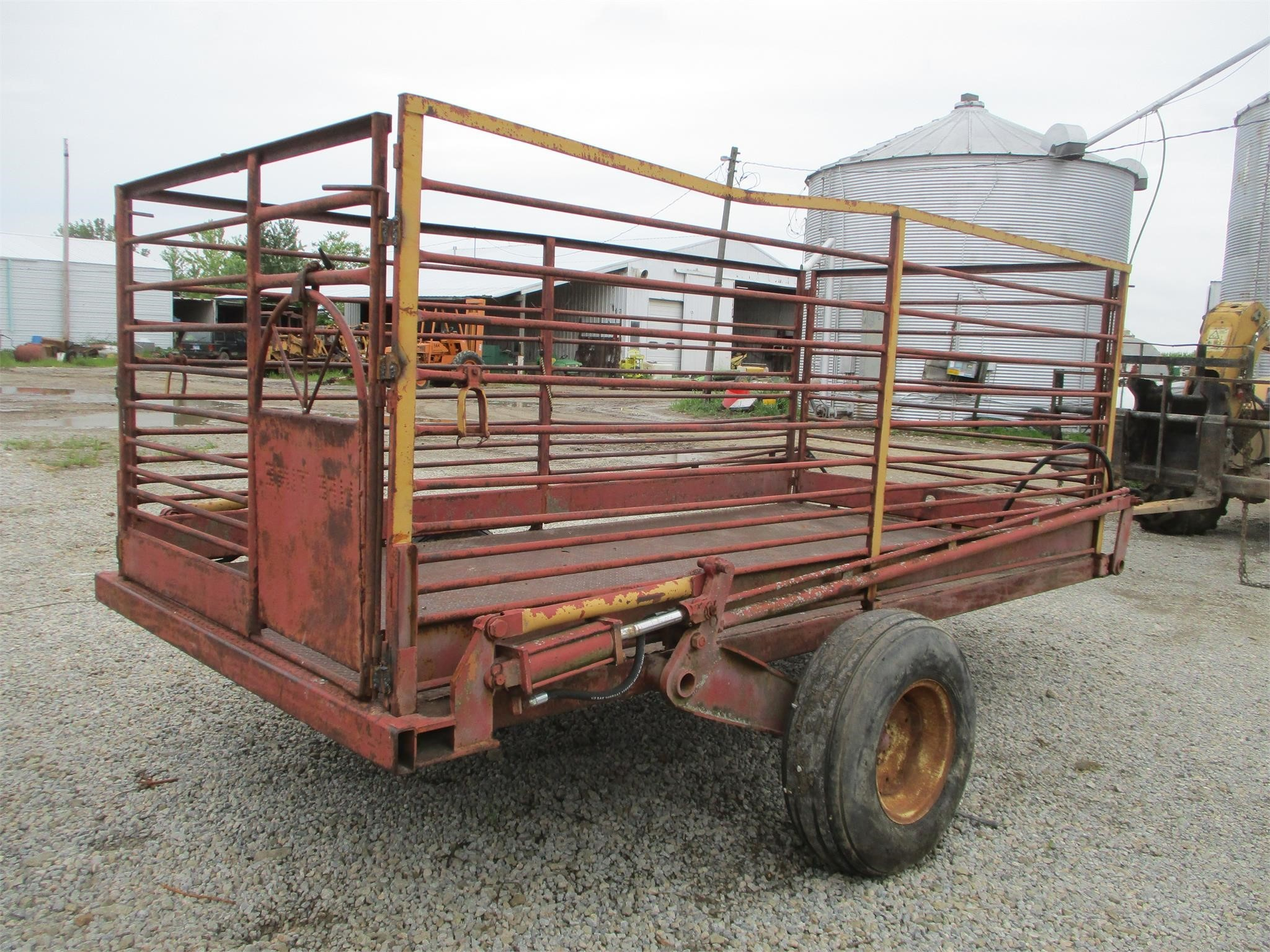 LIFETIME FARM PRODUCTS 6012 Livestock Trailer