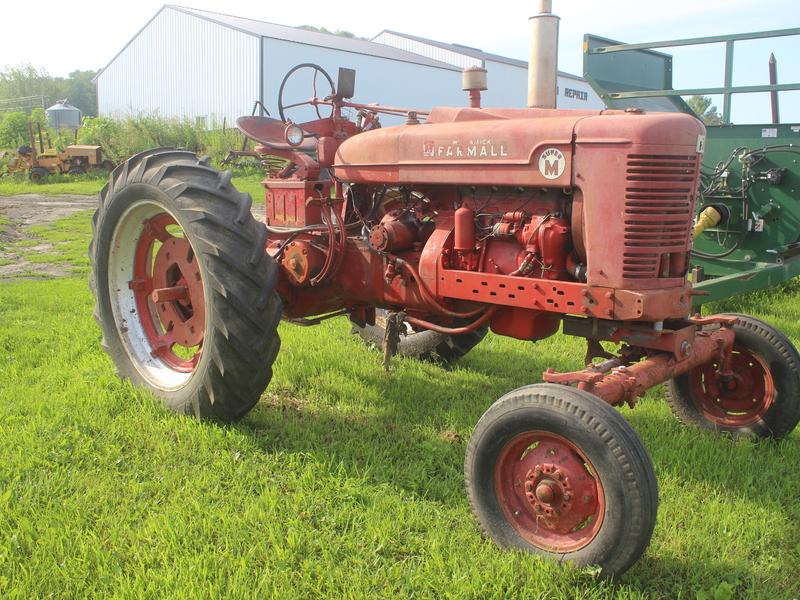 Farmall M Specifications : Farmall super m tractor strawberry point ia