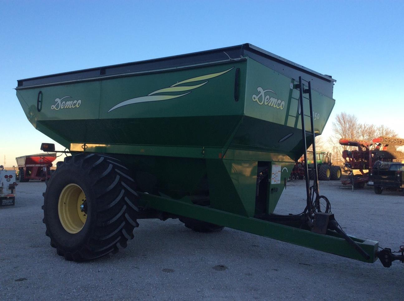 2008 Demco 950 Grain Cart