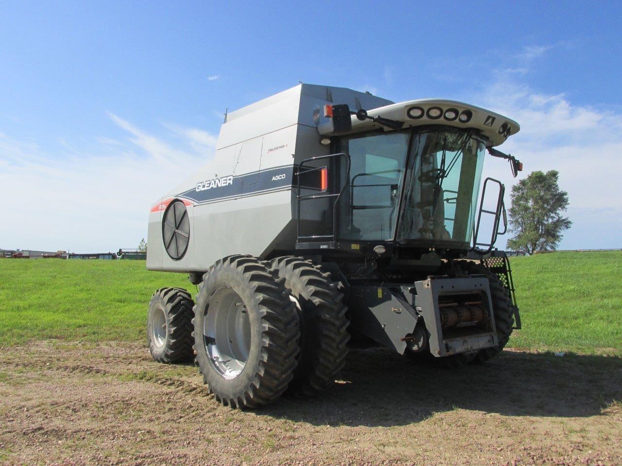 2009 Gleaner R76 Combine