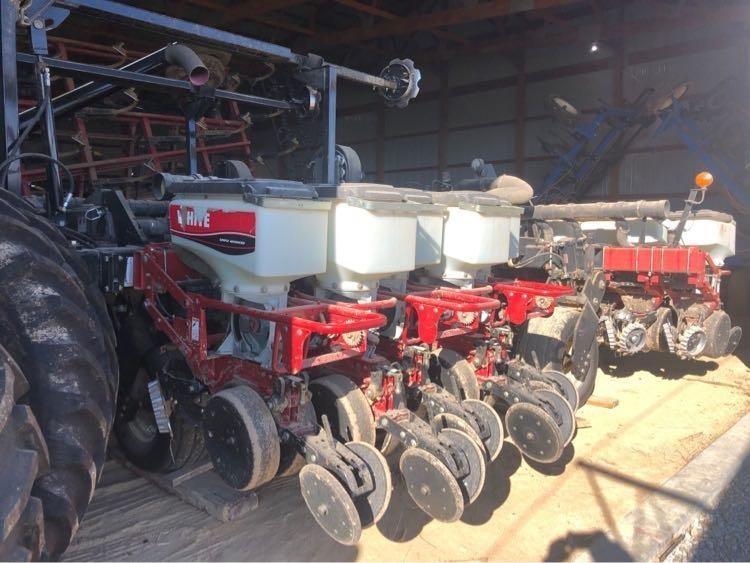 2004 White 8523 Planter