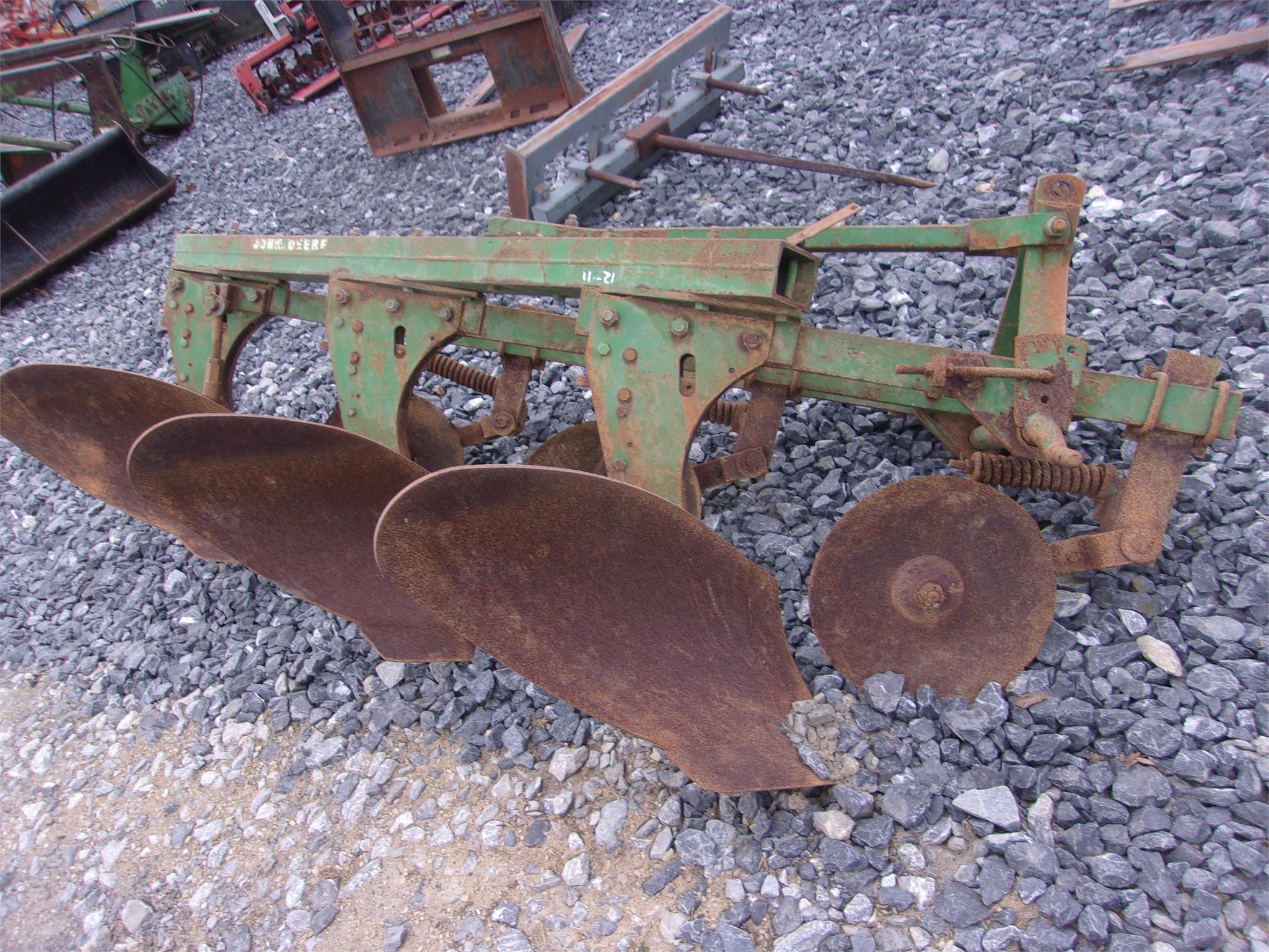 John Deere 3B Plow