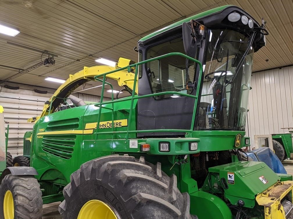 2011 John Deere 7950i Prodrive Self-Propelled Forage Harvester