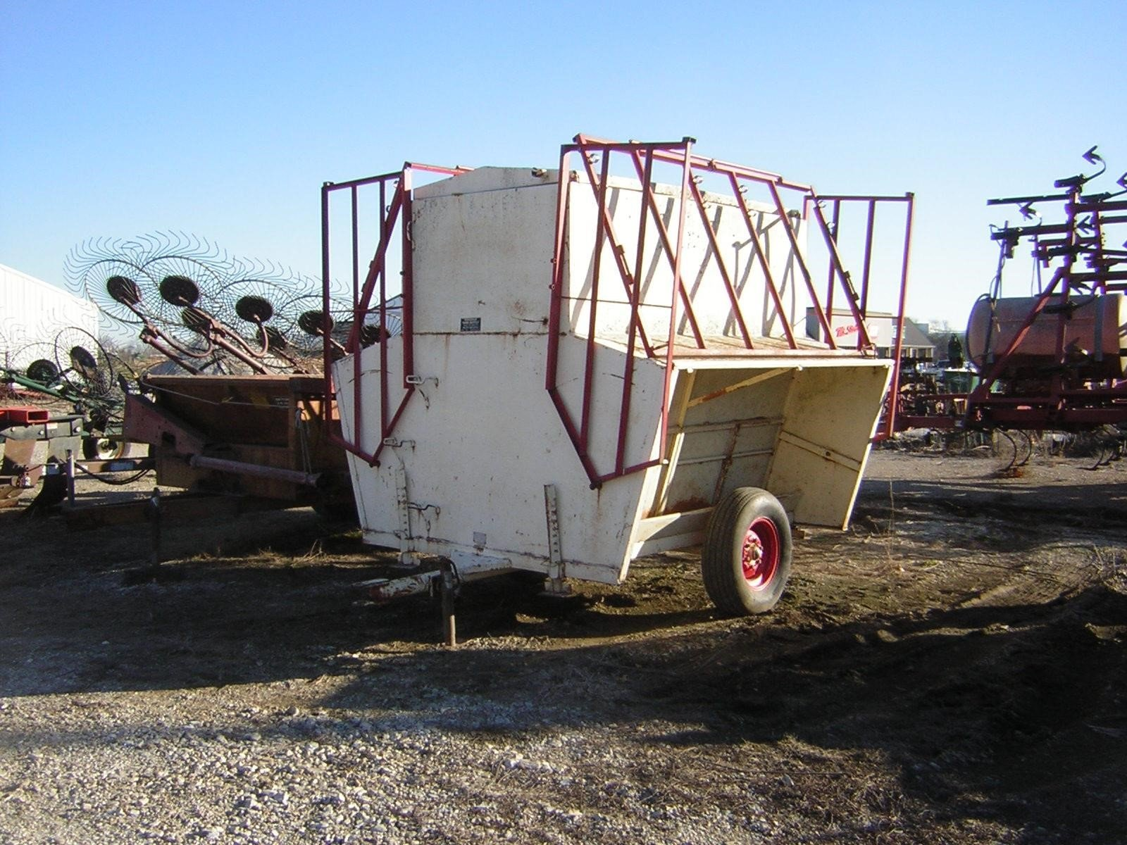 Apache CF8A150 Feed Wagon