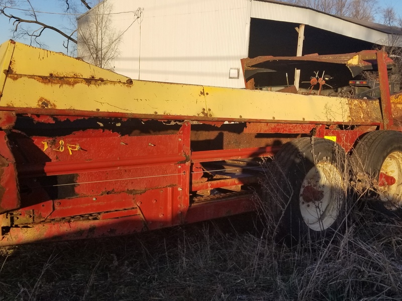 New Holland 185 manure spreader for parts