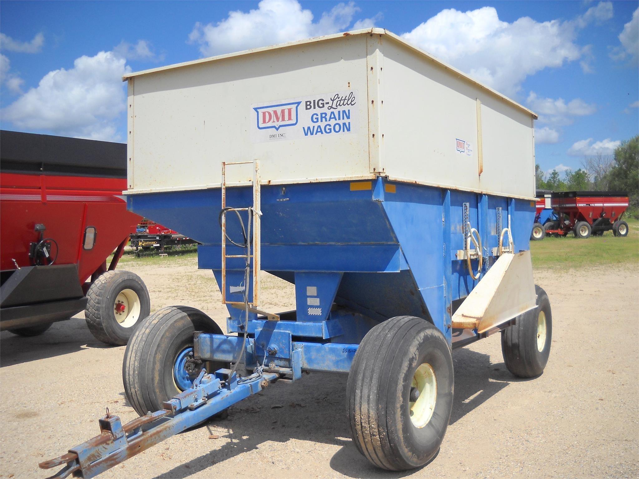 1987 DMI D450 Gravity Wagon