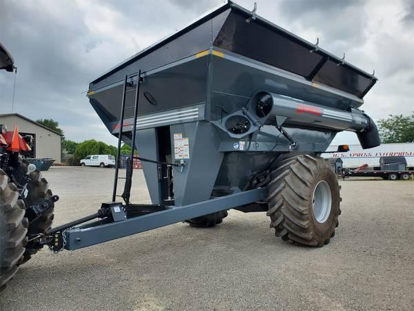 2021 Demco 1050 Grain Cart