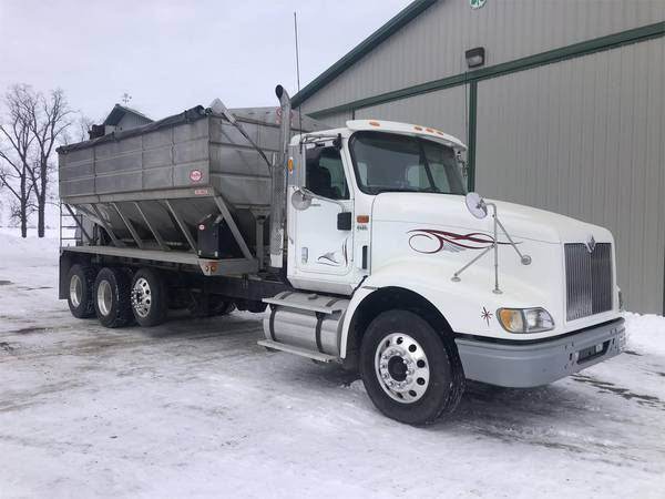 2007 International 9400 Semi Truck