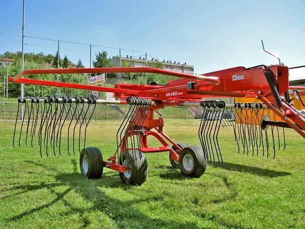2020 Farm King RR420 Rake