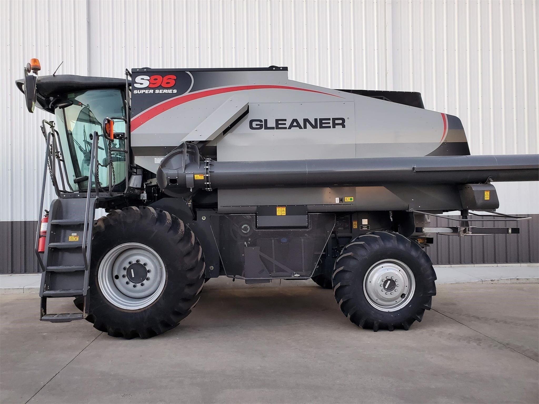2018 Gleaner S96 Combine