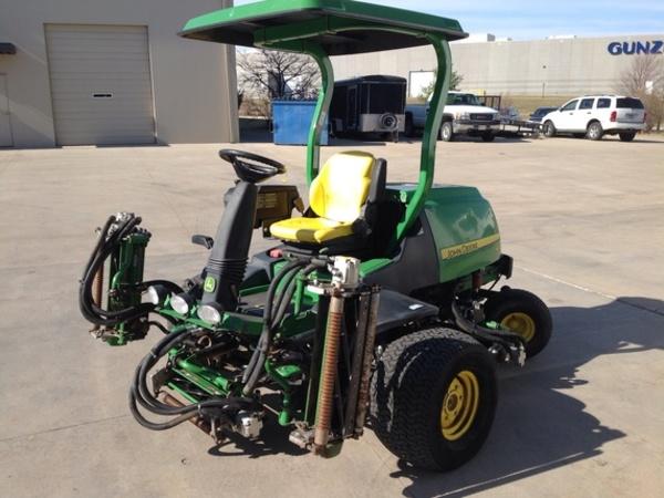 2011 John Deere 7500 Lawn and Garden