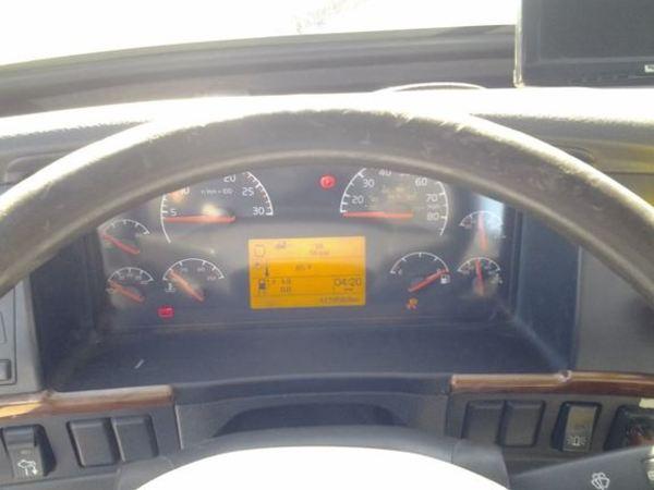 2006 Volvo VNL64T300 Semi Truck