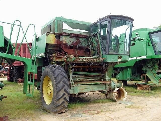 1981 John Deere 8820 Combine