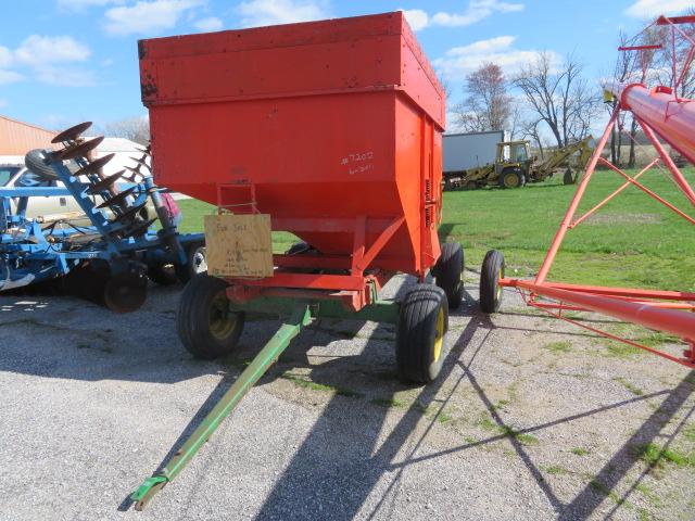 John Deere 1065A Gravity Wagon