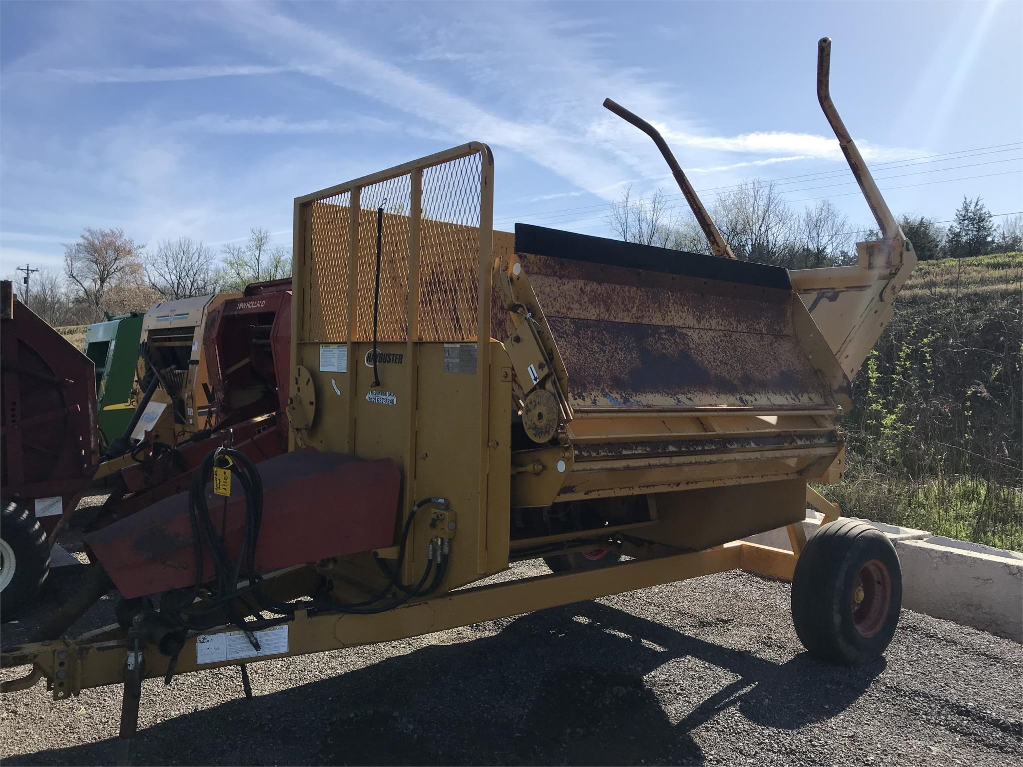 Haybuster 2640 Grinders and Mixer
