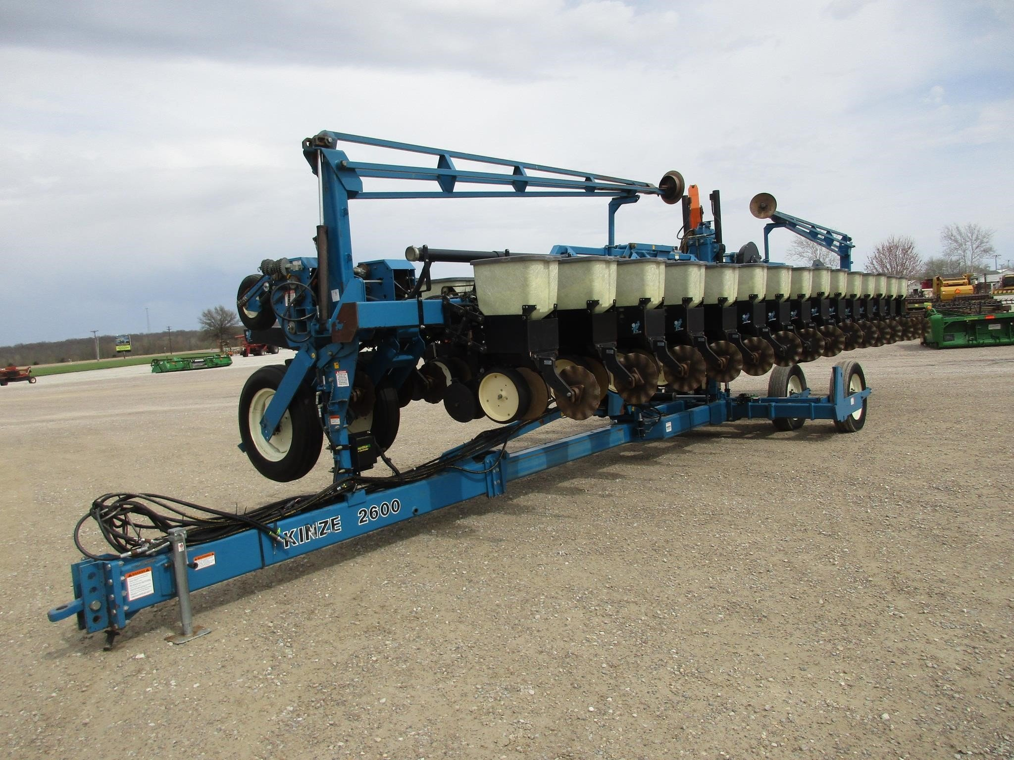 2000 Kinze 2600 Planter