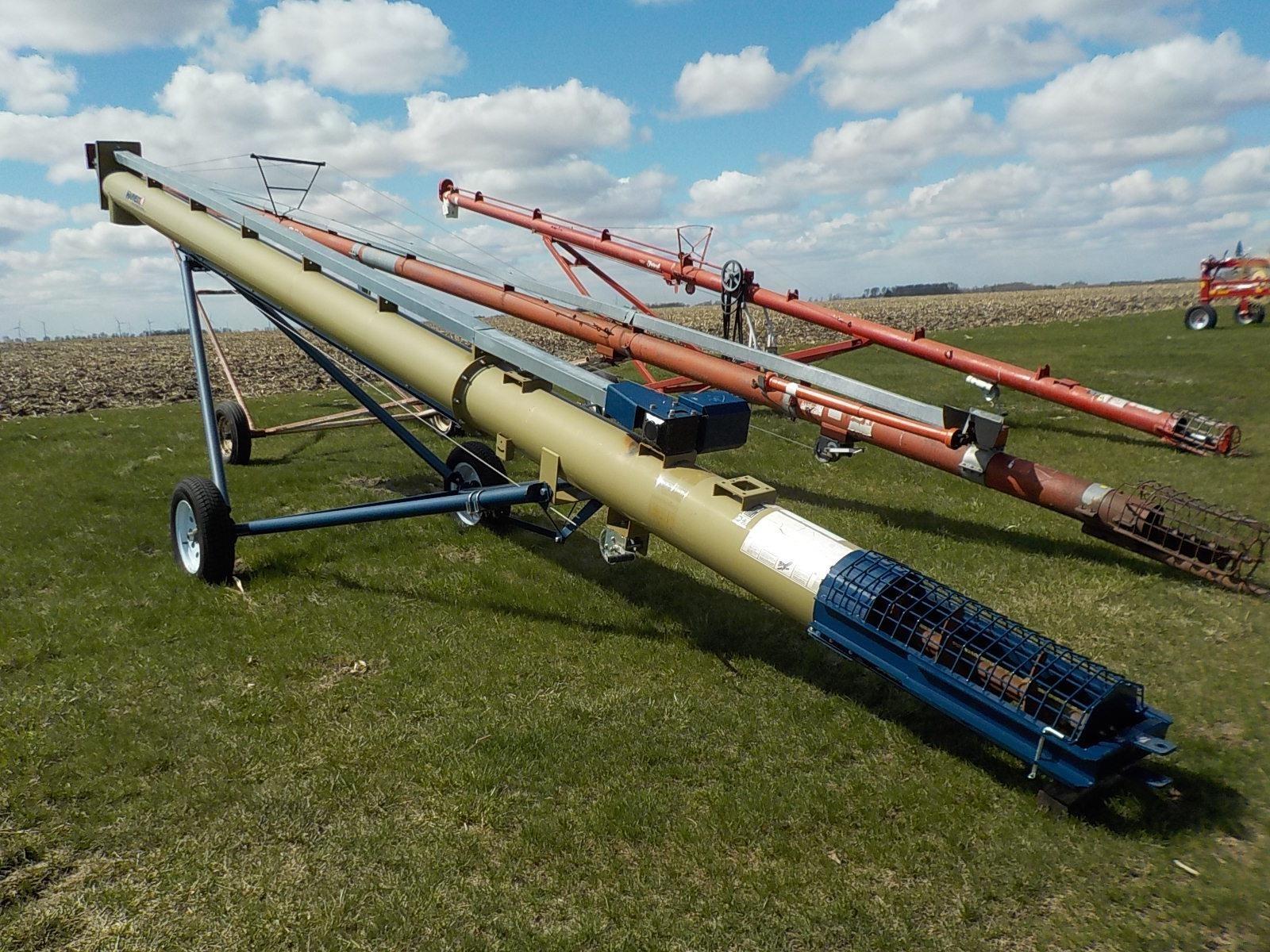 2018 Harvest International T1332 Augers and Conveyor