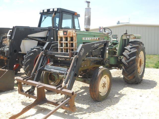 1969 Oliver 1650 Tractor