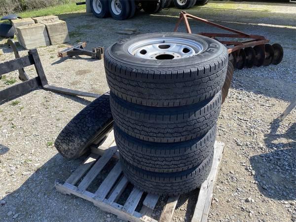 2011 Ford WHEELS Wheels / Tires / Track