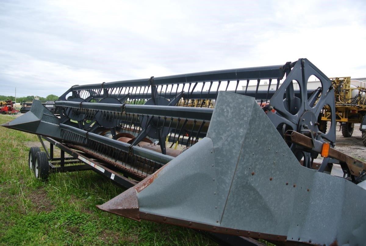 1989 Gleaner 320 Platform