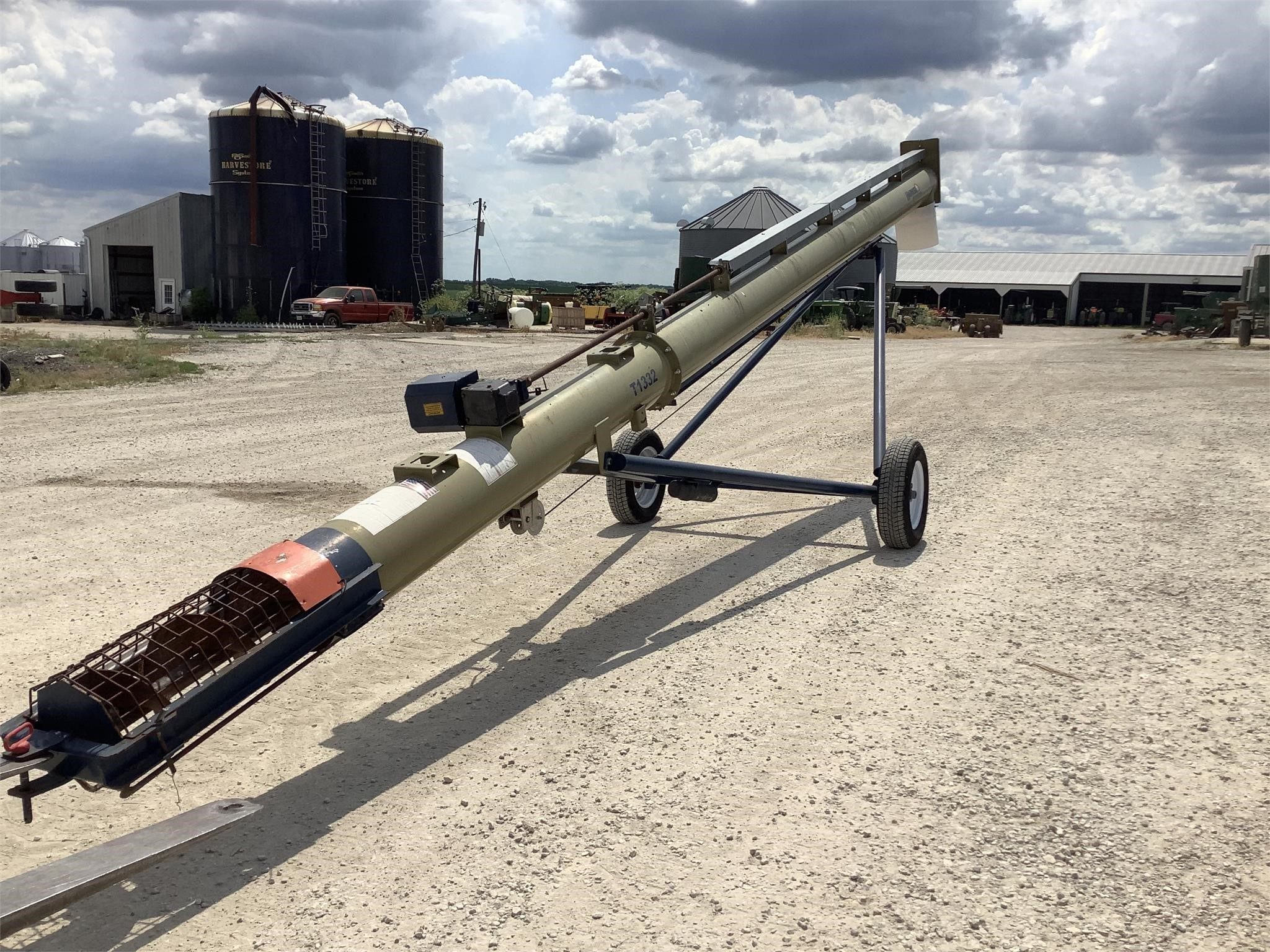 Harvest International T1332 Augers and Conveyor