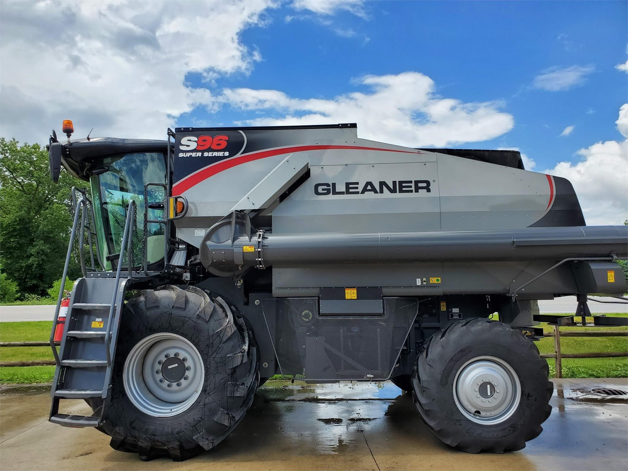 2019 Gleaner S96 Combine