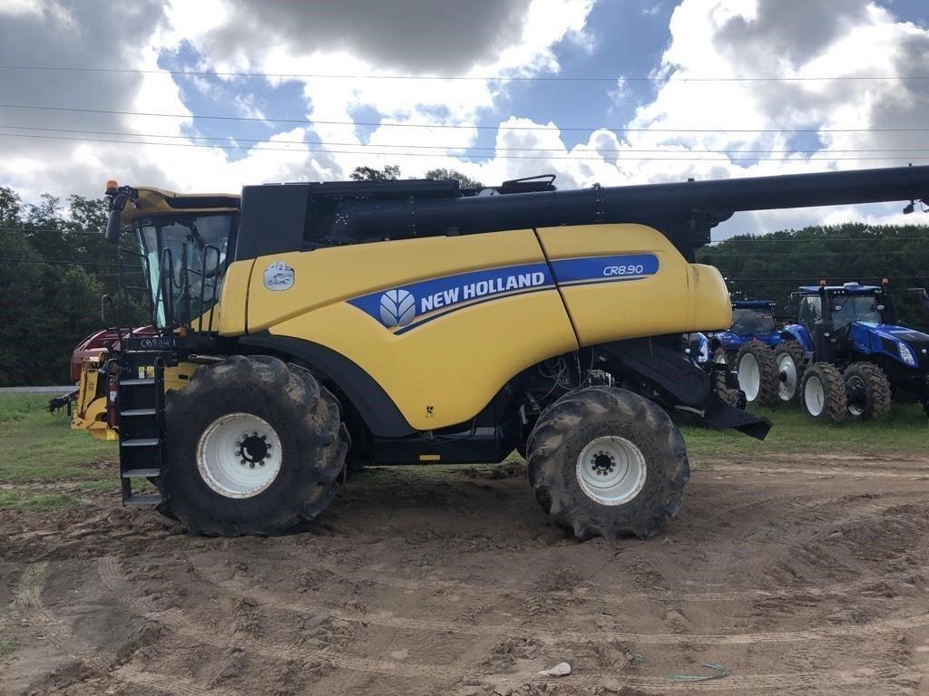 2016 New Holland CR8.90 Combine