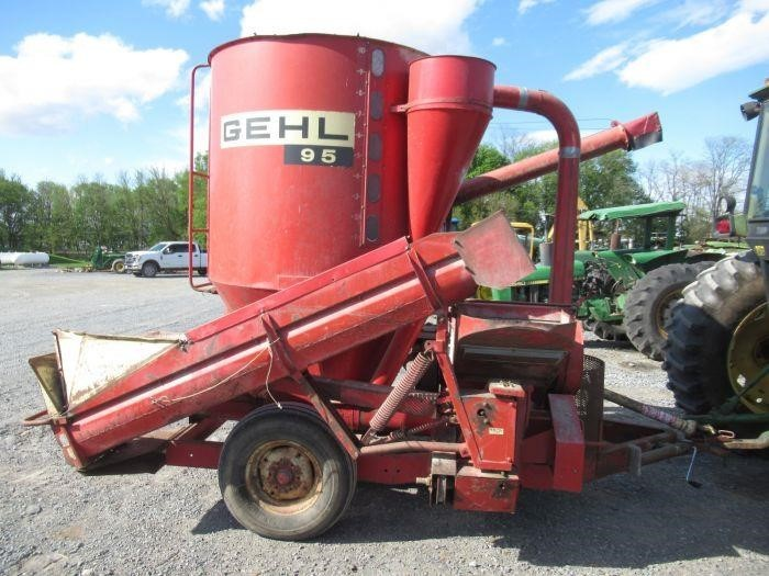 Gehl 95 Grinders and Mixer