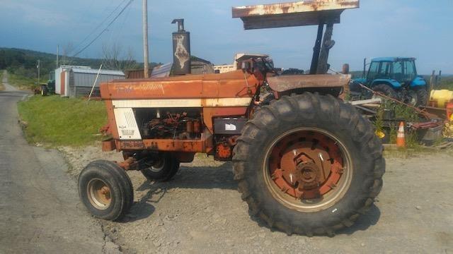 International Harvester 1066 Tractor