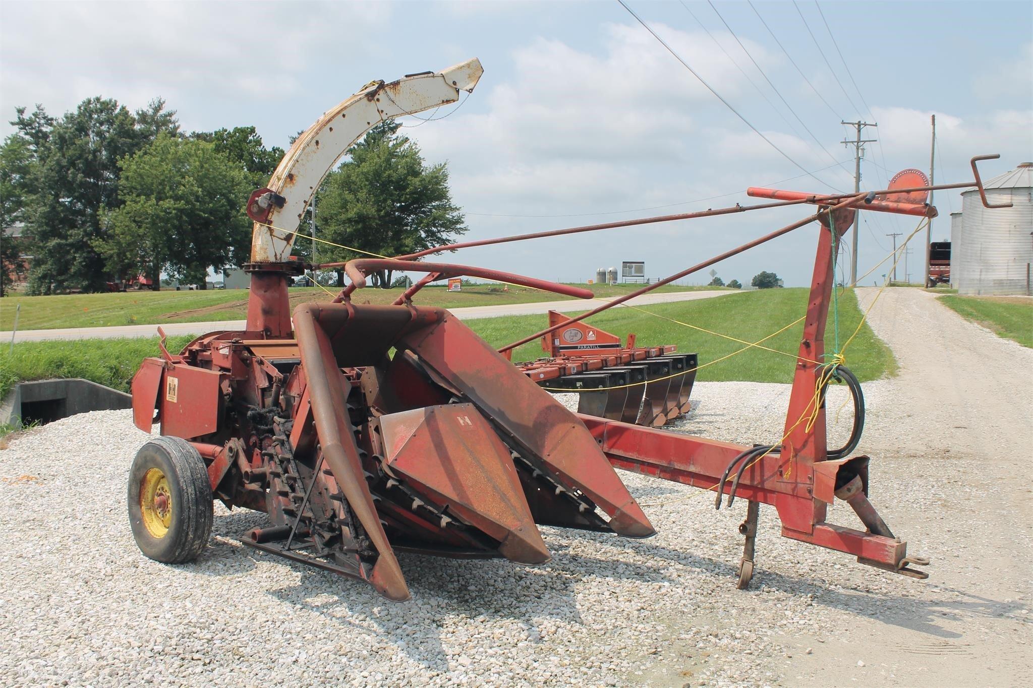 International 650 Pull-Type Forage Harvester