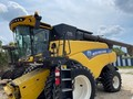 2017 New Holland CR7.90 Combine
