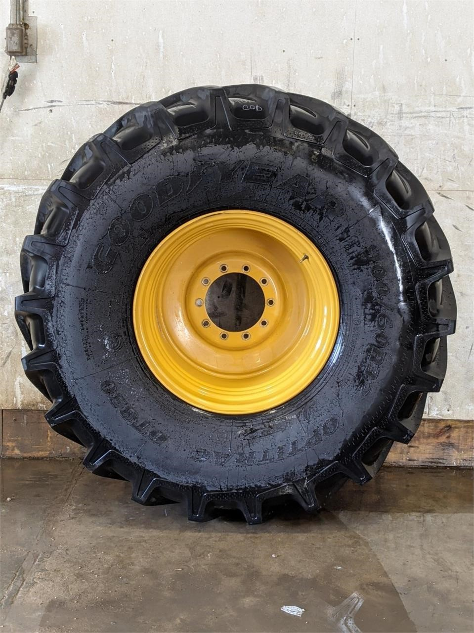 Goodyear 900/60R32 Wheels / Tires / Track