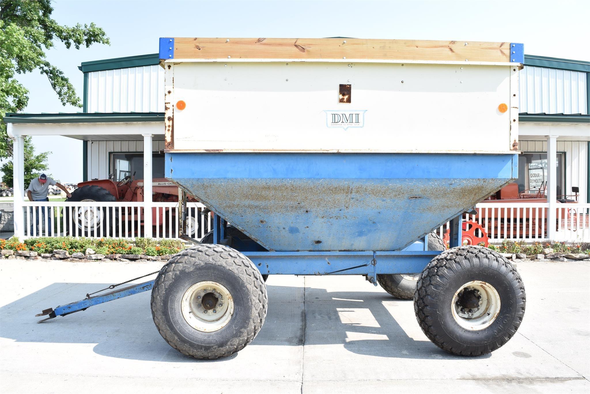 DMI D312A Gravity Wagon