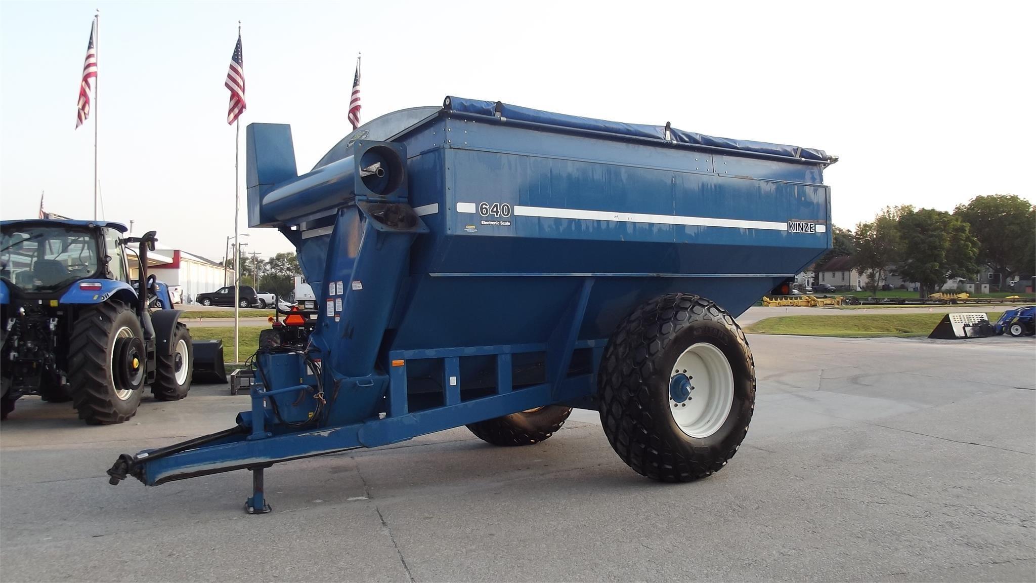1998 Kinze 640 Grain Cart