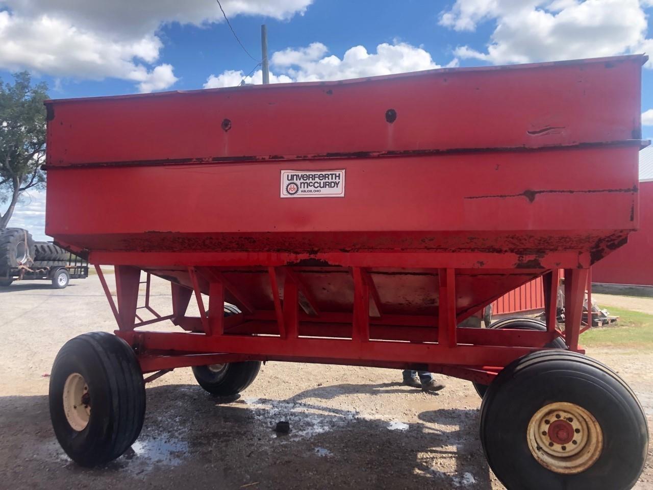 Unverferth McCurdy 375 Gravity Wagon