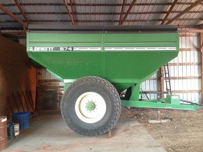 1999 Brent 674 Grain Cart