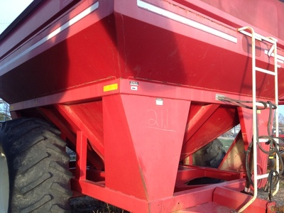 2012 E-Z Trail 710 Grain Cart