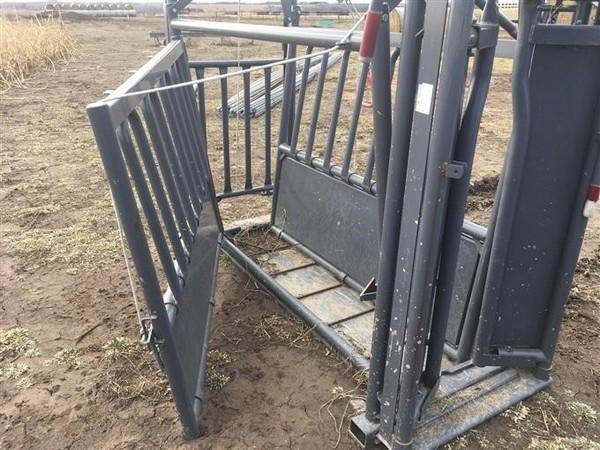 PEARSON LIVESTOCK EQUIPMENT ORIGINAL MANUAL Cattle Equipment