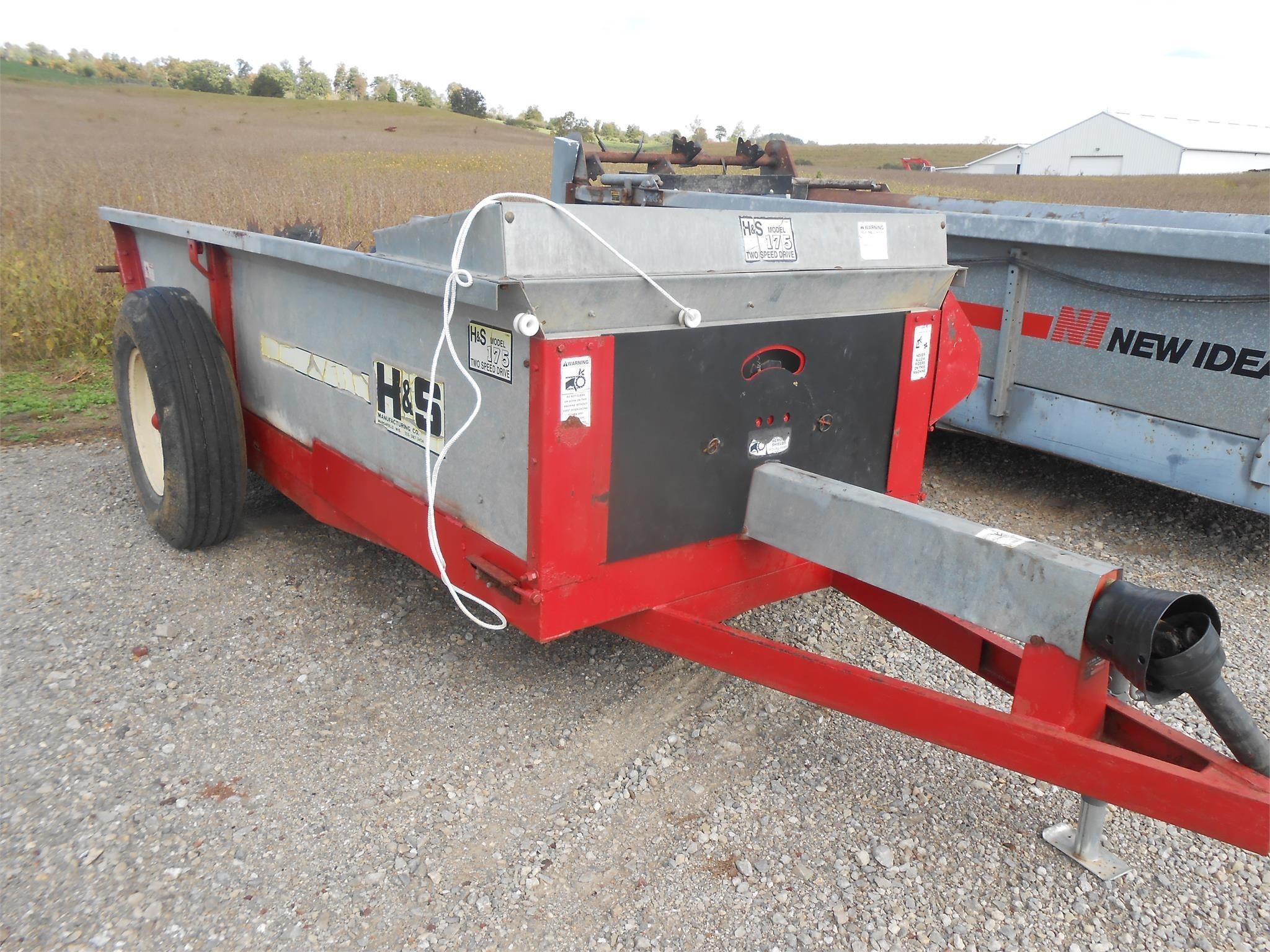 H & S 175 Manure Spreader
