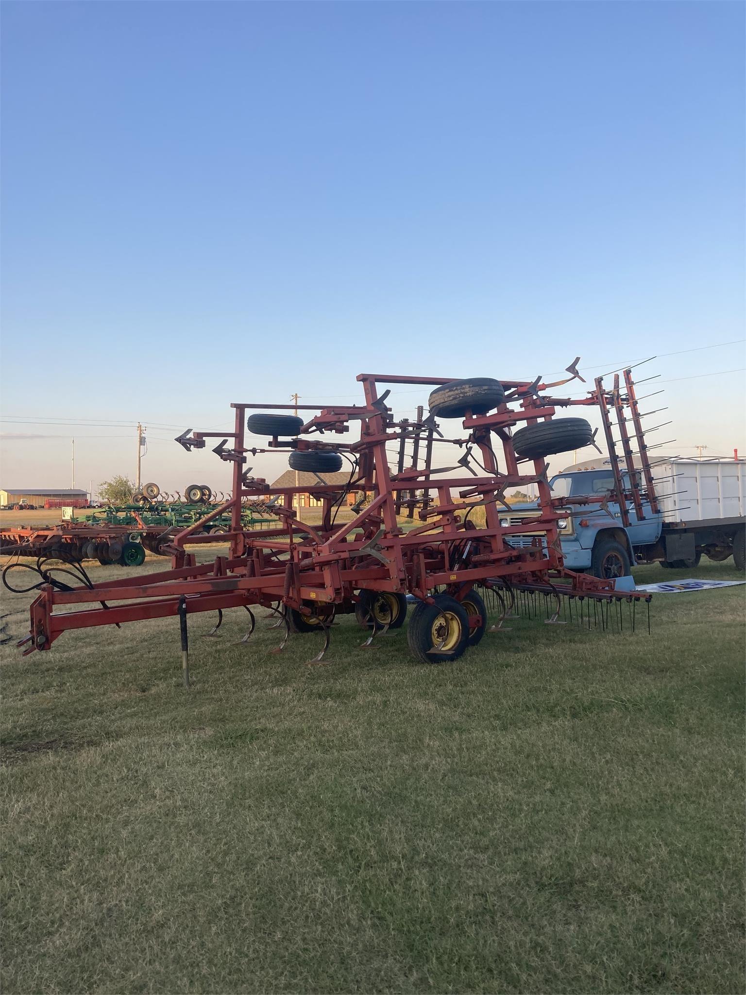 Sunflower 5232-25 Field Cultivator