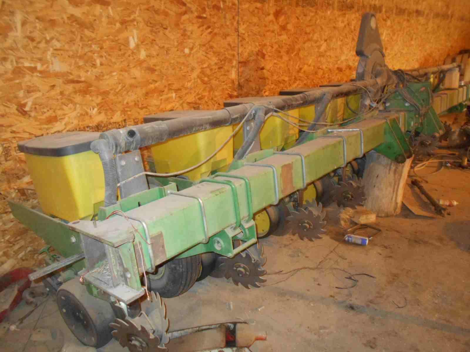 1990 John Deere 7300 Planter
